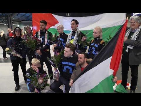 شاهد الفرقة الأيسلندية هاتاري تكشف طريقة تهريبها للرايات الفلسطينية