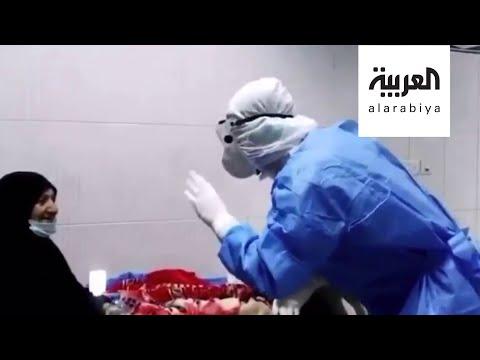 شاهد مقطع مؤثر لممرض عراقي يغني لمصابة بـكورونا