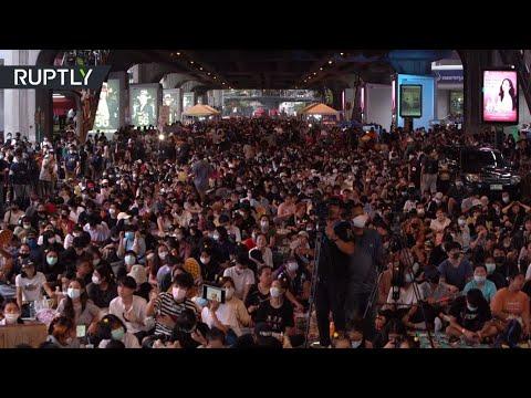 شاهد مظاهرات طلابية في تايلاند تنادي بالديمقراطية وإصلاح التعليم