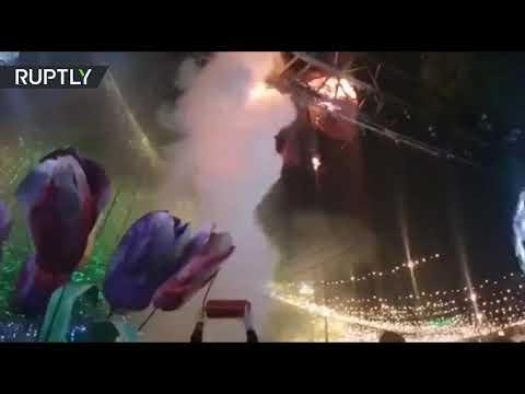 شاهد اندلاع حريق في مخيم احتفالي أثناء افتتاح شجرة رأس السنة الرئيسية في كييف