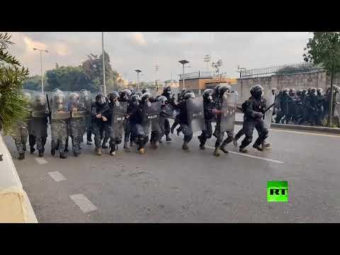 شاهد مواجهات عنيفة بين قوات الشرطة ومتظاهرين في بيروت