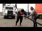 شاهد مهرجان الشاحنات في روسيا يكرم الرجل أو يهان
