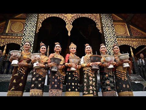 شاهد 7 متنافسات على لقب ملكة جمال لاوس يرتدين ملابس مطرزة بالذهب