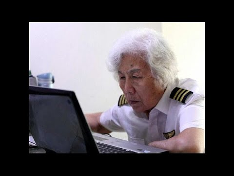 عجوز 82 عامًا تحلّق في الأجواء مستخدمة طائرة تكنام بي 2010
