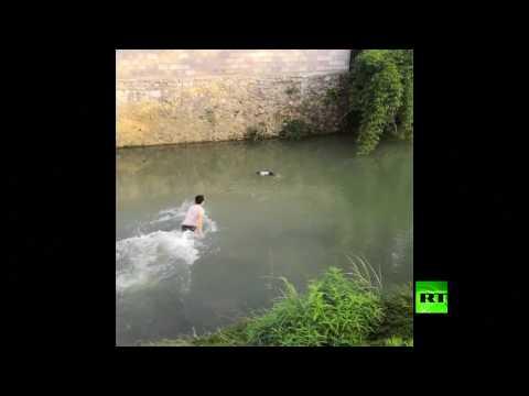 إنقاذ طفلة من موت محقق في نهر جنوب غربي الصين