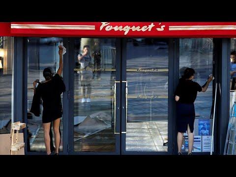 شاهد مطعم فوكيه الفاخر يفتتح أبوابه مجددًا في شارع الشانزليزيه في باريس
