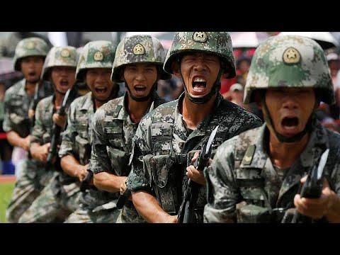 شاهد قوات صينية تقترب من هونغ كونغ وترامب يقترح لقاء شخصيًا مع الرئيس لحل الأزمة