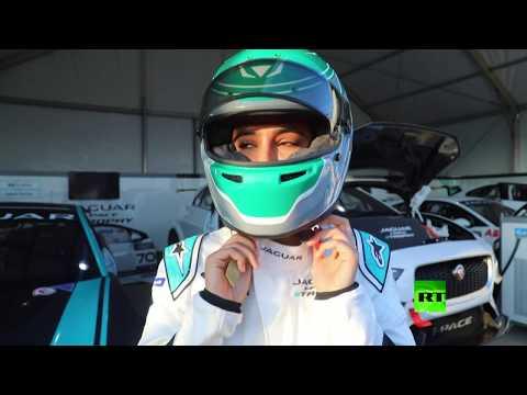 شاهد أول سائقة سعودية في سباق للسيارات بالمملكة