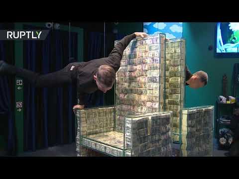 شاهد كرسي مصنوع من مليون دولار في إبداع غريب في سان بطرسبورغ