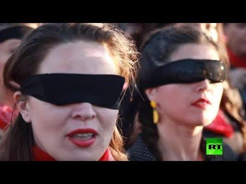 آلاف النساء في العاصمة التشيلية تصدح أصواتهن بأغنية ضد الاغتصاب