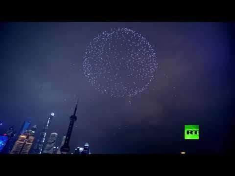 شاهد لوحة ساحرة من 2000 درون تضيء سماء شنغهاي احتفالًا بالعيد