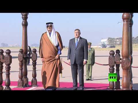 لحظة استقبال الرئيس الجزائري لأمير قطر