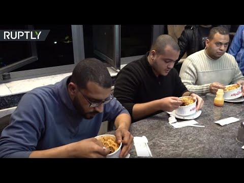 تحدي وجبة الكشري في مصر