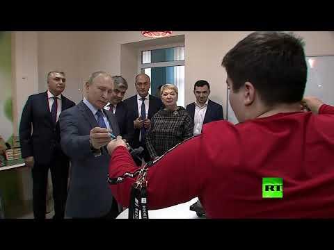 شاب يقدم للرئيس الروسي مشروع محطة طاقة كهرمائية نقالة