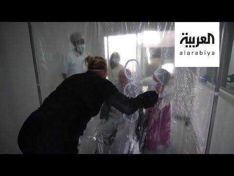 فيديو مؤثر لعناقات من خلف الستارة بين برازيلية وابنتها