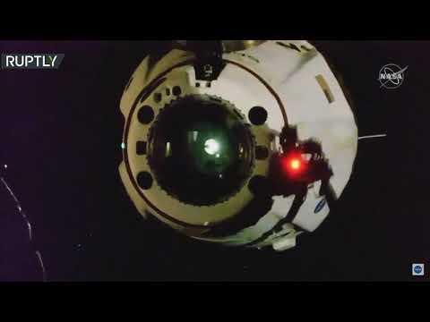 شاهد انفصال المركبة الأميركية التابعة لـسبيس إكس عن المحطة الفضائية الدولية