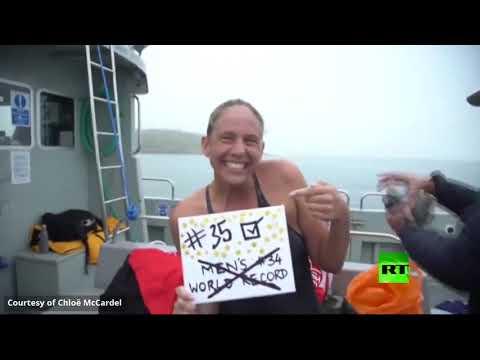 شاهد أسترالية تعبر بحر المانش وتُحطم رقمًا قياسيًا للرجال