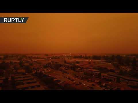 شاهد سماء مدينة سان لياندرو الأميركية تكتسي باللون البرتقالي
