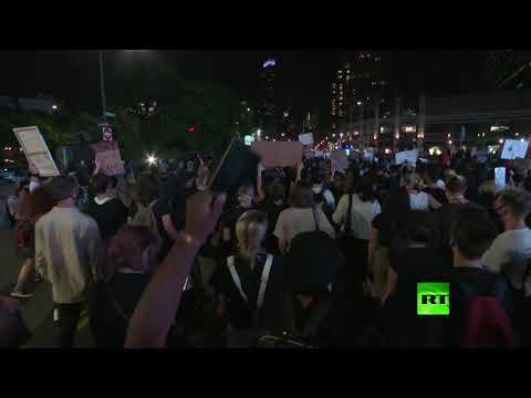 شاهد مظاهرة حاشدة في نيويورك تُطالب بسجن شرطيين قتلا السمراء بريونا تيلور
