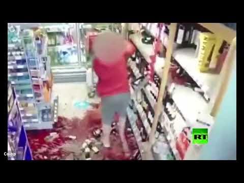 شاهد امرأة تخلف دمارًا في محل تجاري بعدما طلبوا منها التزام التباعد الاجتماعي