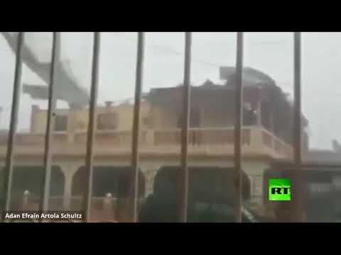 رياح قوية تُمزق سقف بناية أثناء إعصار في نيكاراغوا