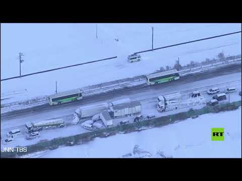 شاهد تصادم أكثر من 130 سيارة على طريق سريع في اليابان بسبب الثلوج